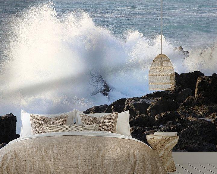 Sfeerimpressie behang: Woeste golven oceaan van Inge Hogenbijl