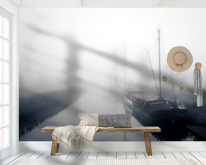 Sfeerimpressie behang: Woonboten in de mist van Jan van der Knaap