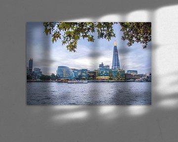 Themse und Gebäude in London von Bianca Kramer