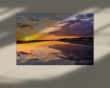 Zonsondergang met weerspiegeling in Zeeland van Annika Westgeest Photography