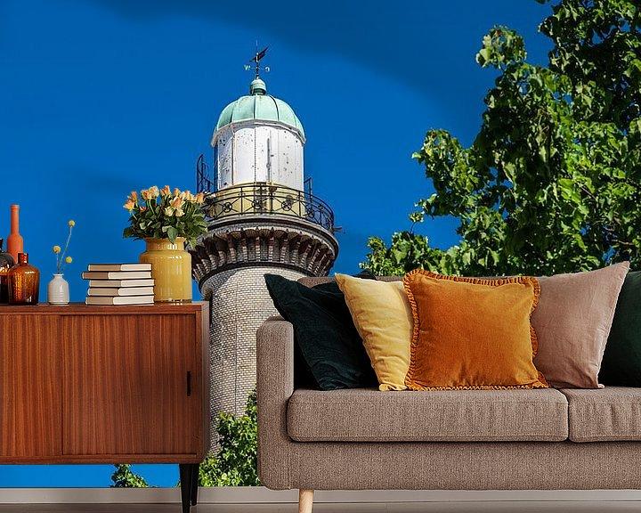 Beispiel fototapete: Blick auf den Leuchtturm mit Baum in Warnemünde von Rico Ködder
