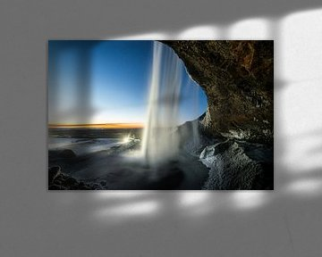 De Seljalandsfoss in zuid IJsland van Gerry van Roosmalen