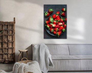 SF 11426201 Verse aardbeiden op een zwarte antraciet van BeeldigBeeld Food & Lifestyle