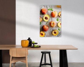 SF 12508568 Verse perziken op een linnen tafelkleed van BeeldigBeeld Food & Lifestyle