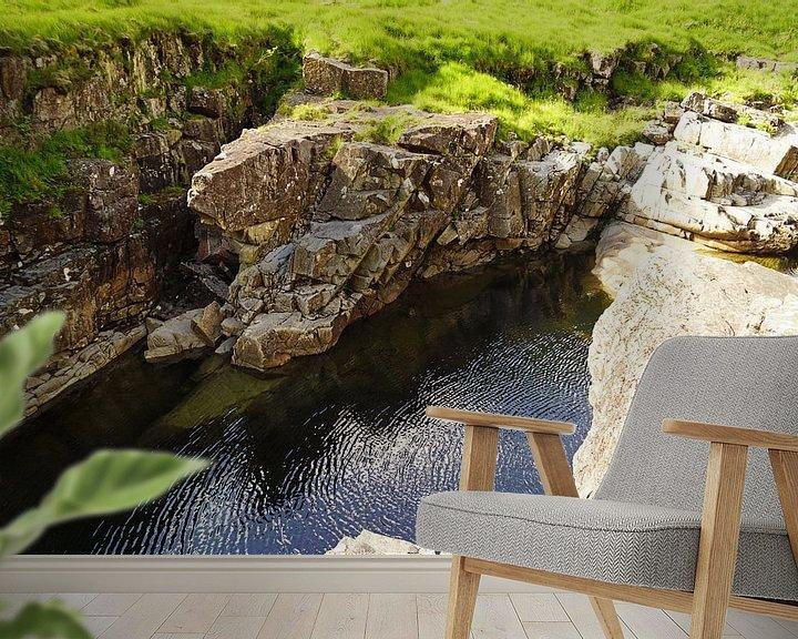 Sfeerimpressie behang: Rivierbedding bij Glen Coe Mountain Resort. van Babetts Bildergalerie