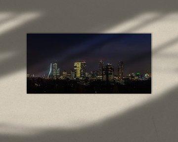 Skyline Rotterdam at night van Wilco Schippers