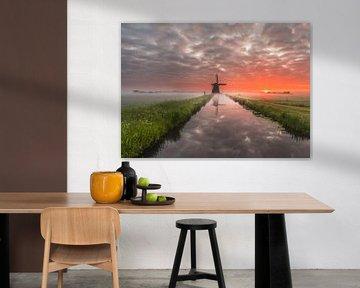 Wunderschöne Mühle bei Sonnenaufgang im Polder. von Nick de Jonge - Skeyes
