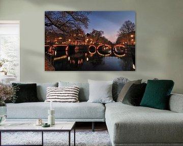 Amsterdamse grachten bij avond van John Leeninga