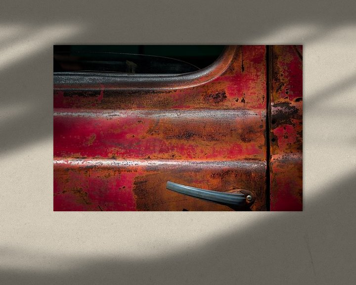 Sfeerimpressie: Oude verroeste deur van een Pick-Up Truck van Jan van Dasler