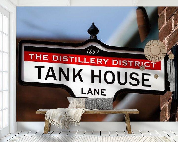 Sfeerimpressie behang: Uithangbord met tekst Tank House Lane van Jan van Dasler