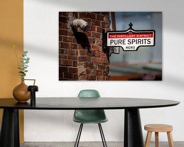 Uithangbord met tekst Pure Spirits van Jan van Dasler