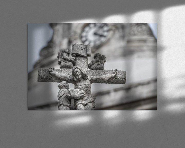 Sfeerimpressie: Jezus aan het kruis in steen. van Jan van Dasler