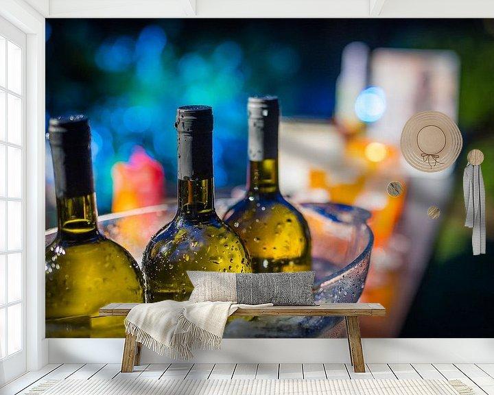 Sfeerimpressie behang: Drie flessen wijn in een ijsemmer. van Jan van Dasler