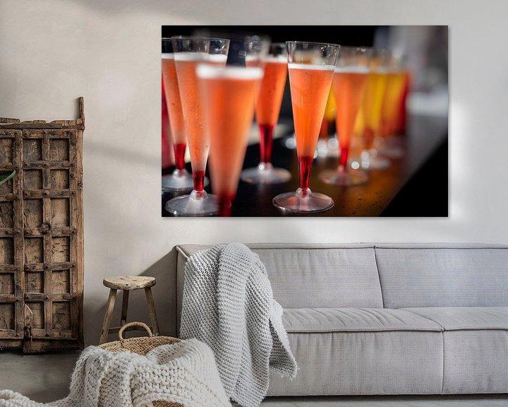 Impression: Cocktails colorés sur un bar. sur Jan van Dasler