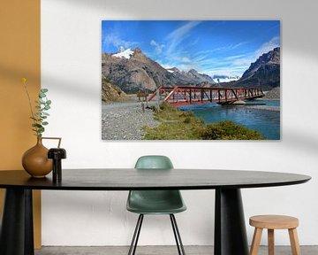 Rode brug rivier en bergen Argentijs Patagonië van My Footprints