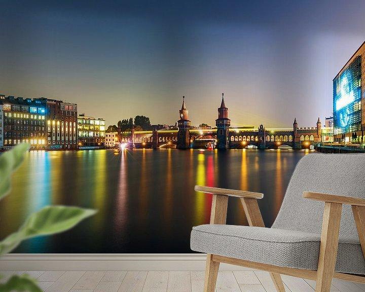 Sfeerimpressie behang: Oberbaumbrücke Berlijn bij nacht van Frank Herrmann