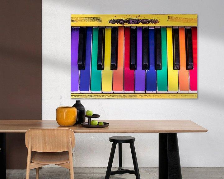 Impression: Un vieux piano aux touches colorées sur Jan van Dasler