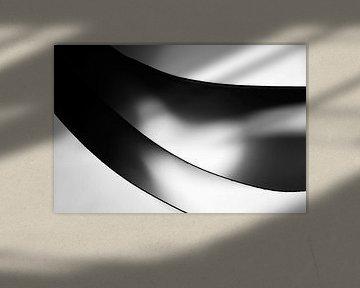 Minimalistische schwarz-weiß Foto von Papierblättern von Frank Heinz