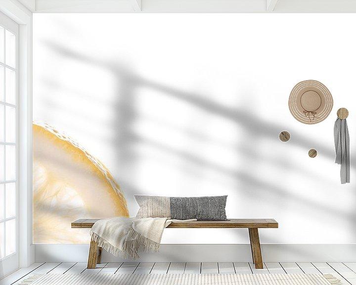 Sfeerimpressie behang: schijfje citroen van Anita Visschers