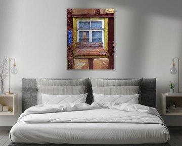 Beplankung.... (Halb zugemauertes altes Fenster) von Caroline Lichthart
