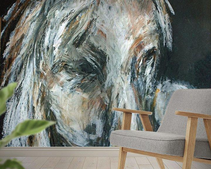 Sfeerimpressie behang: Wit bruin paard. van Ineke de Rijk