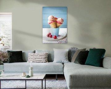 SF 11972374 Kersenijs in kegels met verse kersen van BeeldigBeeld Food & Lifestyle