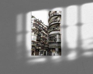 Enge Straßen und Wohnungen in Macao von Mickéle Godderis