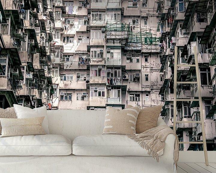 Sfeerimpressie behang: Een muur van appartementen van Mickéle Godderis