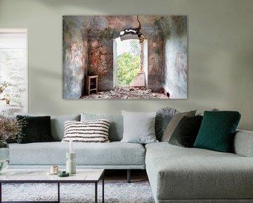 Gemälde auf abgelaufener Wand. von Roman Robroek