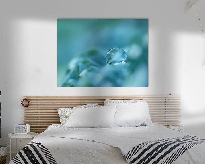 Sfeerimpressie: Aquamarina (Druppel in Petrol, Cyaan of Aquamarijn) van Caroline Lichthart