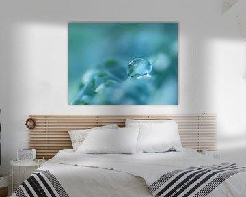 Aquamarina (Druppel in Petrol, Cyaan of Aquamarijn) van Caroline Lichthart