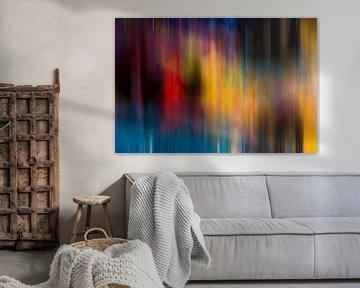 Modernes, abstraktes digitales Kunstwerk in Blau Rot Orange von Art By Dominic