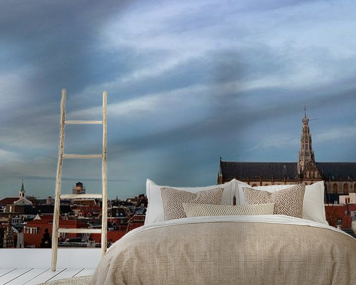 Sfeerimpressie behang: Panorama met Grote Kerk in Haarlem van Arjen Schippers