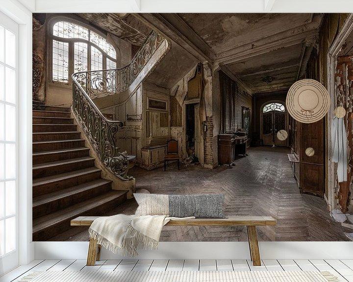 Sfeerimpressie behang: Verlaten gang van William Linders