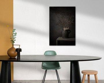 Stilleven met magnolia tak in knop in stenen kruik van Mayra Pama-Luiten