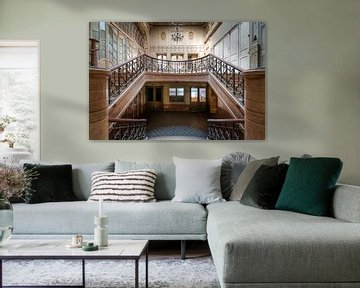Treppe im stillgelegten Kino. von Roman Robroek