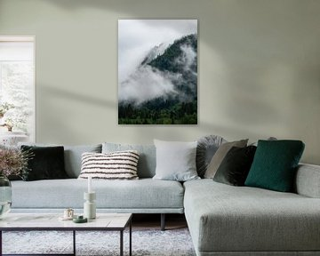 Mist en wolken in de bossen van Noorwegen van Teun Janssen