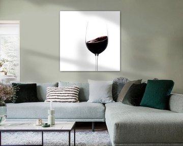 Rode wijn draait in een glas van Thomas Heitz