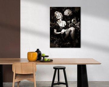 Marilyn Monroe Porträt Industrielle Vintage Blumen von Art By Dominic