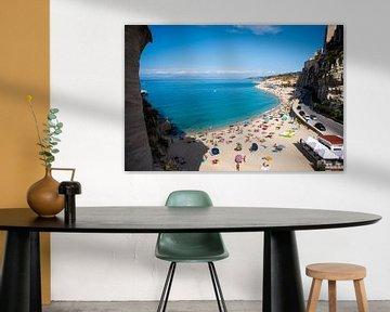 De turquoise zee en het strand bij Tropea, Italië, fotoprint van Manja Herrebrugh - Outdoor by Manja