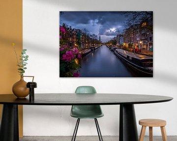 Donkere wolken boven de grachten van Amsterdam van Teun Janssen