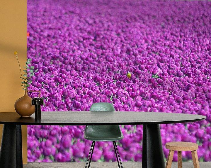 Sfeerimpressie behang: Paarse tulpen van JTravel