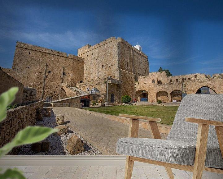 Sfeerimpressie behang: Kasteel van de Tempeliers in Accra, Israel van Joost Adriaanse