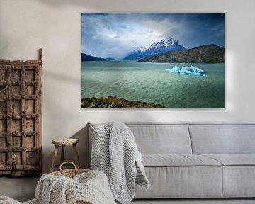IJsschots in Lago Grey, Nationaal Park Torres del Paine, Chili van Marcel Bakker