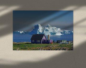 Eenzaam huis tegen de achtergrond van Disko Bay van Reinhard  Pantke