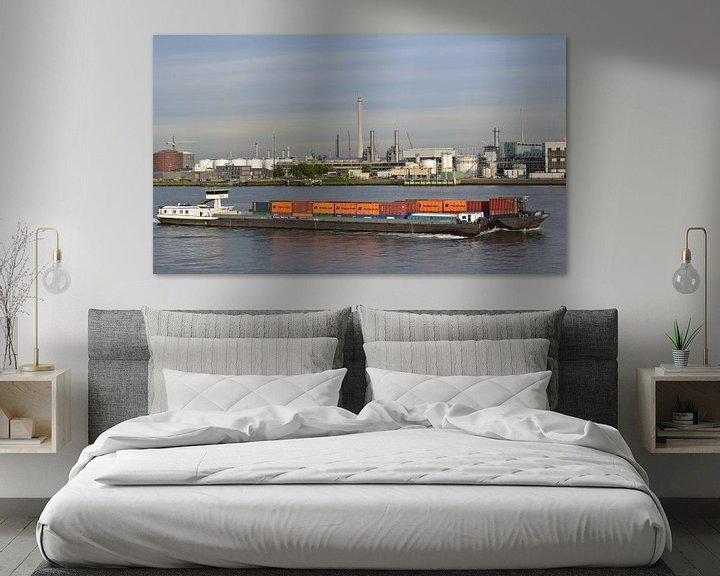 Sfeerimpressie: Containerschip in de haven van Piet Kooistra