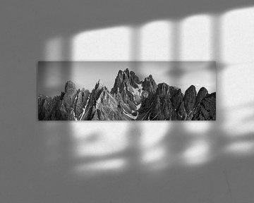 Panorama Dolomiten Schwarz-Weiß von Vincent Fennis