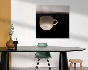 Floating cup van Marian Waanders