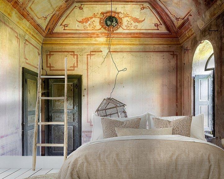 Sfeerimpressie behang: Verlaten Vogelkooi in Huis. van Roman Robroek