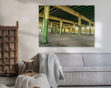 Raum mit Stahlsäulen von Martijn Tilroe